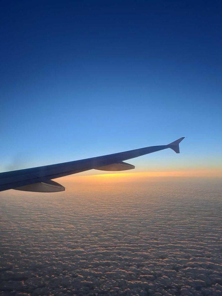 paisaje desde la ventana de un avión