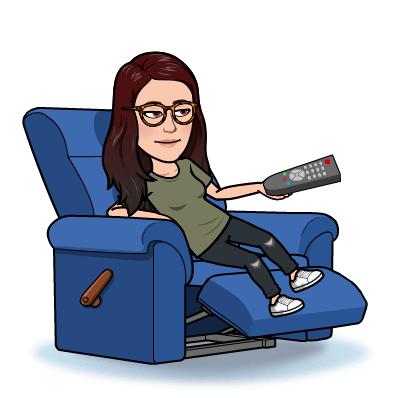 Sentada en mi sillón con el mando a distancia en la mano preparada para ver mi serie favorita.